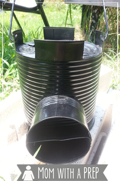 What's it like to cook an emergency meal in 3 minutes with only sticks and twigs found in your backyard? Check out my review of the Rocket Stove