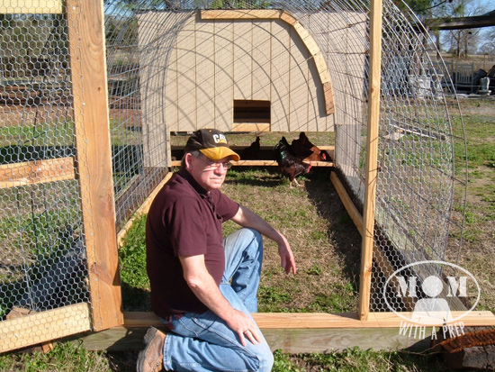A Diy Chicken Tractor On The Cheep Mom With A Prep