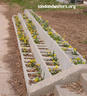 25+ DIY Cinder Block Projects for Your Home @ Momwithaprep.com | Project from Landandwaters.org
