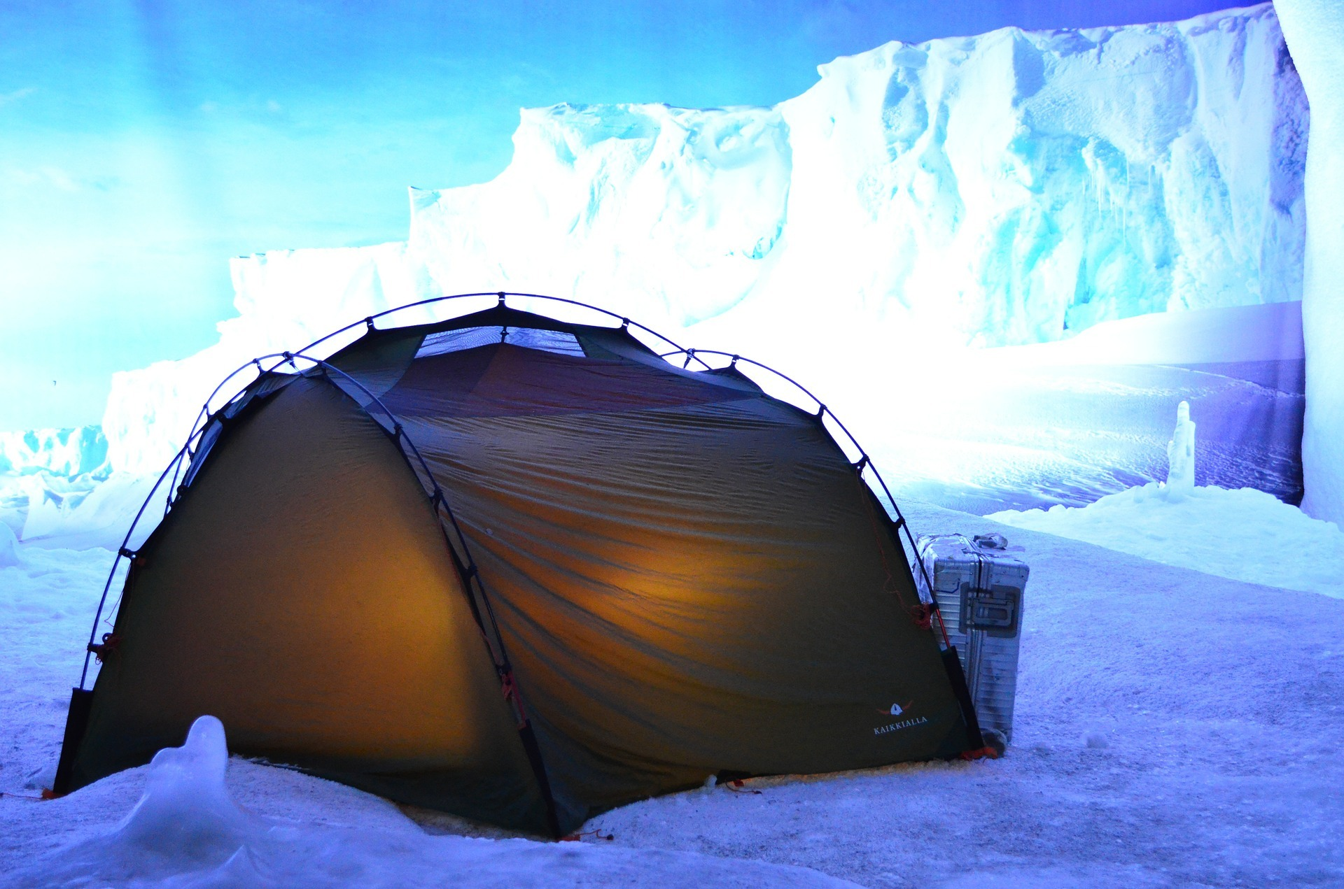 best survival Tent at the middle of ice bergs